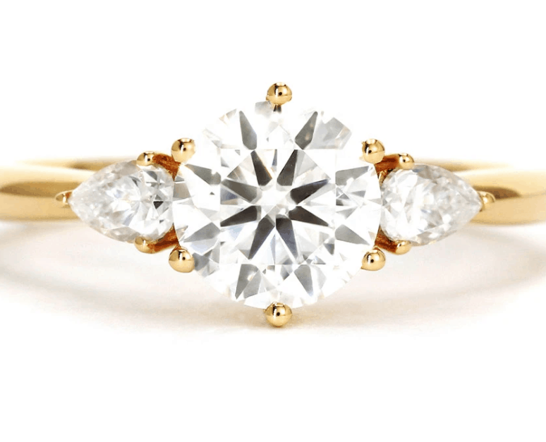 LeCaine Gems is a place to buy good quality jewelry for cheap,  find high quality stones and gold at an amazing price in Singapore
