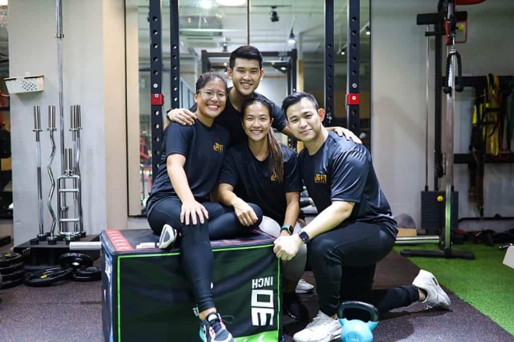 Personal trainer for weight loss Singapore, How much does a personal trainer cost in Singapore?, How much is a session with a personal trainer?, Can a guy have a female personal trainer?, What should a female personal trainer wear?, Personal trainer Singapore rates,How much should I pay a personal trainer?
